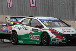 Tiago Monteiro, Honda Civic WTCC, Castrol Honda WTC Team and Dusan Borkovic, Chevrolet RML Cruze TC1