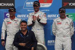 Primer puesto, Jose Maria Lopez, Citroën C-Elysee WTCC, Citroën Total WTCC; segundo puesto Sébastien