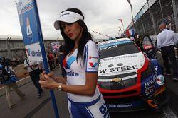 Tom Coronel, Cevrolet RML Cruze TC1, Roal Motorsport and Grid Girl