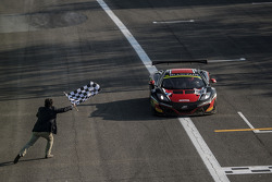 #98 ART Grand Prix McLaren MP4-12C: Gregoire Demoustier, Alexandre Prémat, Alvaro Parente takes the