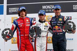 Podio: vincitore della gara Will Stevens, secondo posto di Roberto Merhi, terzo posto Pierre Gasly