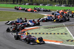 Carlos Sainz lidera la salida de la carrera de la Fórmula V8 3.4 en Monza 2014