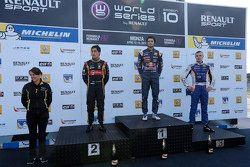 Podium: 1er Carlos Sainz Jr., 2ème Marlon Stockinger, 3ème Sergey Sirotkin