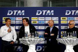 本·施耐德,弗兰克·比拉,沃克尔·斯图斯克和HWA车队主管、ITR主席汉斯·维尔纳·奥弗瑞赫特