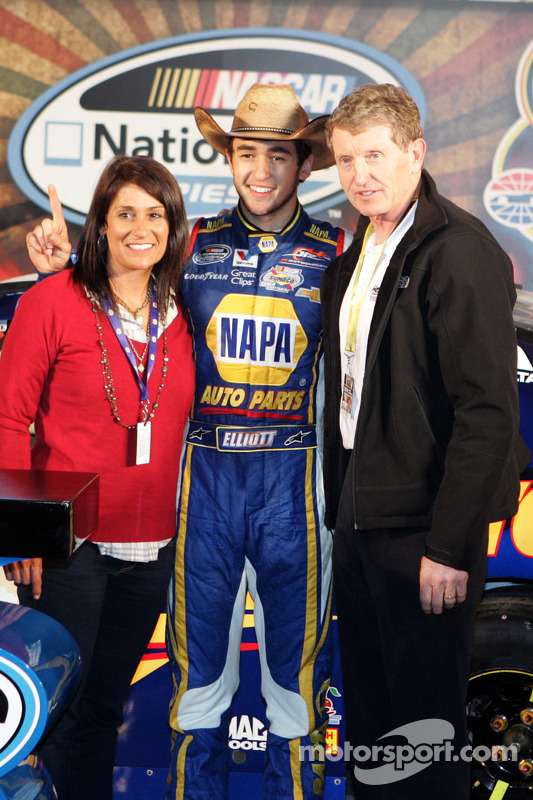Chase Elliott e seus pais, Sr. e Sra. Bill Elliott