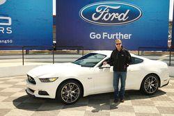 Bill Ford lors du 50e anniversaire de la Mustang