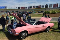 Ford отмечает 50-летие модели Mustang, особое событие.