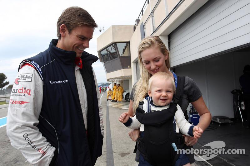 Tom Chilton, Chevrolet Cruze RML TC1, ROAL Motorsport con la sua famiglia