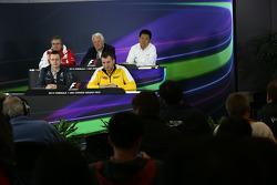 FIA-Pressekonferenz: Pat Fry, Ferrari; Charlie Whiting, FIA; Yasuhisa Arai, Honda; Andy Cowell, Merc