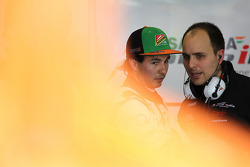 Sergio Perez, Sahara Force India F1; Gianpiero Lambiase, Sahara Force India F1, Ingenieur