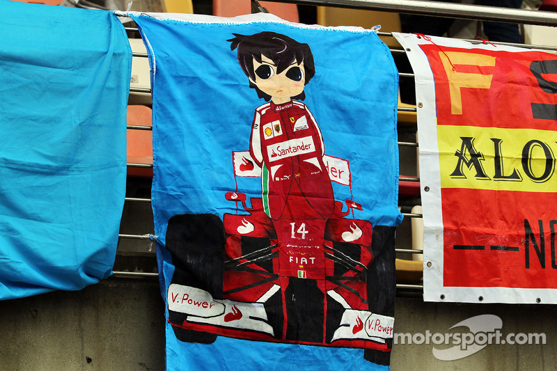 Ferrari taraftarları ve bayrakları