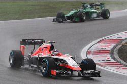 Max Chilton, Marussia F1 Team MR03; Kamui Kobayashi, Caterham CT05