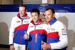 Gli autori della pole Alexander Wurz, Kazuki Nakajima e Stéphane Sarrazin