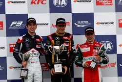 Podium: race winner Esteban Ocon, second place Nicholas Latifi, third place Antonio Fuoco