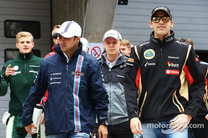 Felipe Massa, Williams ve Pastor Maldonado, Lotus F1 Takımı pilot geçiş töreninde.
