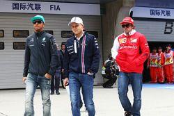 Lewis Hamilton, Mercedes AMG F1, Valtteri Bottas, Williams y Fernando Alonso, Ferrari en el desfile