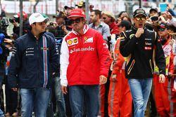 Felipe Massa, Williams, Fernando Alonso, Ferrari Y Pastor Maldonado, Lotus F1 Team en el desfile de