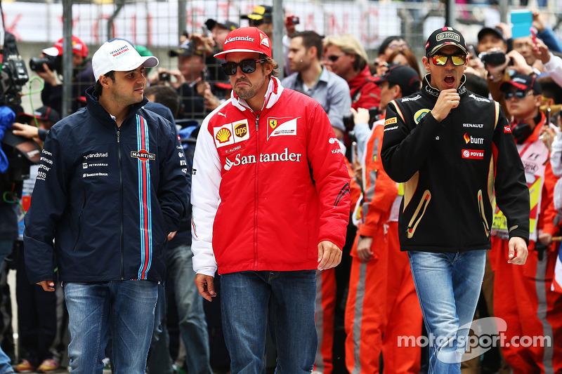Felipe Massa, Williams with Fernando Alonso, Ferrari and Pastor Maldonado, Lotus F1 Team on the drivers parade.