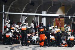 Sergio Perez, Sahara Force India F1 VJM07 faz pit stop