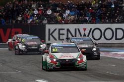 Tiago Monteiro, Honda Civic WTCC, Castrol Honda WTCC Team aventaja a Tom Chilton, Chevrolet RML Cruz