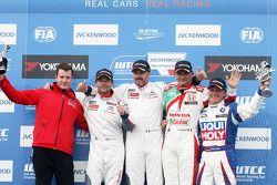 Podium: racewinnaar Yvan Muller, Citroën C-Elysee WTCC, Citroën Total WTCC, tweede plaats Sébastien