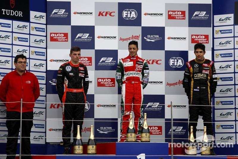 Podyum: Yarış galibi Antonio Fuoco, ikinci sıra Max Verstappen, üçüncü sıra Esteban Ocon
