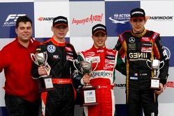 Podium: race winner Antonio Fuoco, second place Max Verstappen, third place Esteban Ocon