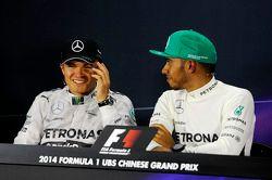 Nico Rosberg, Mercedes AMG F; Lewis Hamilton, Mercedes AMG F1