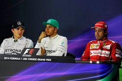 Conferência de imprensa da FIA Nico Rosberg, Mercedes AMG F1, segundo; Lewis Hamilton, Mercedes AMG