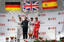 O pódio Nico Rosberg, Mercedes AMG F1, segundo; Ron Meadows, Mercedes GP diretor da equipe; Lewis Ha
