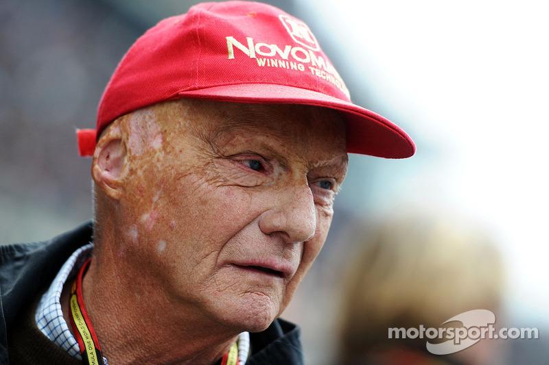 Niki Lauda, Mercedes, presidente non esecutivo, sulla griglia di partenza