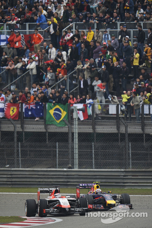 Jules Bianchi, Marussia F1 Team MR03; Daniel Ricciardo, Red Bull Racing RB10