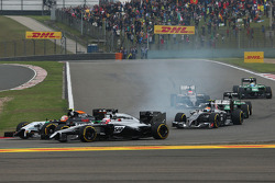 Jenson Button, McLaren MP4-29; Sergio Perez, Sahara Force India F1 VJM07