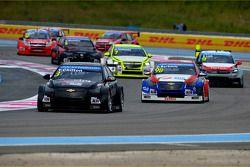 Tom Chilton, Chevrolet RML Cruze TC1, ROAL Motorsport e Dusan Borkovic, Chevrolet RML Cruze TC1, NIS