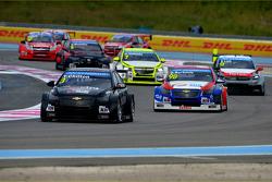 Tom Chilton, Chevrolet RML Cruze TC1, ROAL Motorsport et Dusan Borkovic, Chevrolet RML Cruze TC1, NI