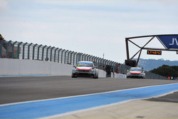 Jose Maria Lopez, Citroën C-Elysee WTCC, Citroën Total WTCC leads Yvan Muller, Citroën C-Elysee WTCC