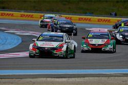 Gabriele Tarquini, Honda Civic WTCC, Castrol Honda WTCC Team et Mehdi Bennani, Honda Civic WTCC, Pro