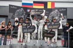 领奖台:比赛获胜者 Maximilian Götz, Maximilian Buhk, 第二名 Stéphane Ortelli, Grégory Guilvert, 第三名 Mateusz Liso