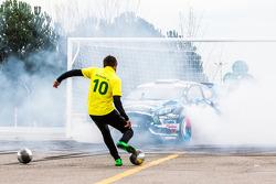Ken Block e Neymar Jr. no Footkhana