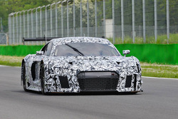 Spy shots of what is possibly the 2016 Audi R8 GT / GT+ car