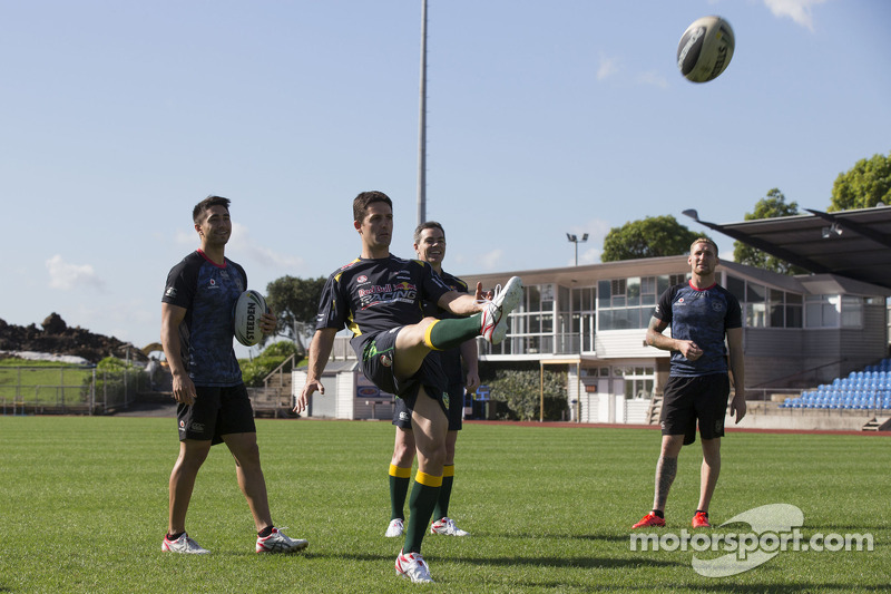 Craig Lowndes ve Jamie Whincup train ve Aussie Rules Futbol takımı, savaşçılar