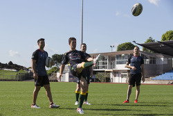 Craig Lowndes and Jamie Whincup train with Aussie Rules Football team, the Warriors