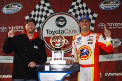Dale Earnhardt Jr. Et le vainqueur Kevin Harvick