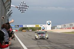 Nicky Catsburg, Dirk Adorf, BMW Sports Trophy Team Marc VDS, BMW Z4 GT3 ottiene la vittoria