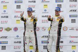I vincitori della gara Nicky Catsburg e Dirk Adorf su BMW Z4 GT3 del team Marc VDS