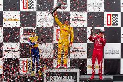 领奖台: 比赛获胜者 Ryan Hunter-Reay, 第二名 Marco Andretti, 第三名 Scott Dixon