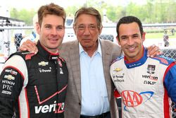 Will Power和Helio Castroneves,和美国足球传奇球员Joe Namath