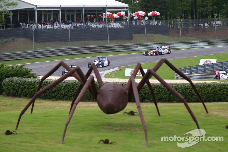 La scultura a forma di ragno