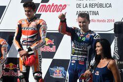 Vencedor da corrida Marc Marquez, terceiro lugar Jorge Lorenzo