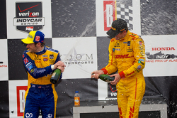 比赛获胜者 Ryan Hunter-Reay, 第二名 Marco Andretti